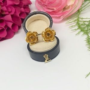 Napier Jewelry - FINAL⚜️Vintage NAPIER Gold-Tone Rose Clip Earrings